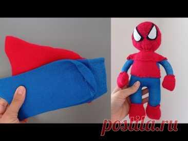 Человек паук из носков