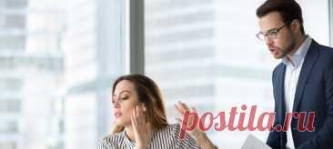 Практически каждому из нас доводилось сталкиваться по работе с людьми, которые постоянно жалуются. Как только что-то идет не так, они рассчитывают, что вы все бросите и покорно будете выслушивать, чем они недовольны. Иногда они видят в вас единственного человека в офисе, которому можно «поплакаться в жилетку». #офис #психологияобщения #личныеграницы #коллега