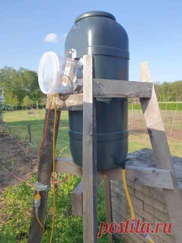 Автоматика для бака на дачу С началом весенне-летнего сезона актуальным становится вопрос полива на дачном участке. Правильно поливать не холодной водой из колодца, а теплой из емкости, установленной на дачном участке. Понятно, что в емкость воду нужно предварительно накачать из колодца. И очень удобно, когда процесс