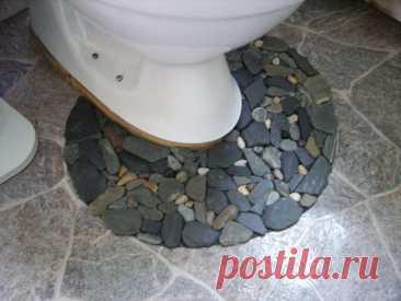 Отличный дизайнерский коврик из камней! Для унитаза или ванной комнаты! С массажным эффектом! Этот коврик износостойкий и надежен в использовании! По этому я могу смело его посоветовать! Начнём с того, что наберем материал для нашего будущего коврика! Что нам понадобится: - собранные вами камешки - коврик противоскользящий серый или черный (я использовал универсальный коврик для