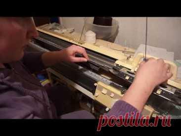 Юбка клиньями частичным вязанием поперек на вязальной машине