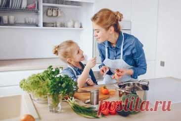 Пальчики оближешь:  что приготовить ребёнку на обед - ГлагоL Обед является важным этапом приёма пищи для каждого ребёнка. Нокакже уже опостылели эти макароны ссыром итефтели. Ниже рецепты блюд, которые, несомненно, разнообразят рацион ваших детей. Пицца «Хот-дог» Пицца всегда была самым любимым блюдом детей равно как