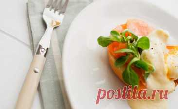 (1) Устройте себе королевский завтрак: как приготовить Яйца Рояль - БУДЕТ ВКУСНО! - медиаплатформа МирТесен «Королевские яйца» или «Яйца Рояль» (Eggs royale) похожи на «Яйца Бенедикт» (Eggs Benedict), но вместо ветчины используется копчёный лосось. Использование холодного сливочного масла вместо тёплого топлёного для приготовления соуса означает, что потребуется несколько дополнительных минут, чтобы всем