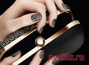 Маникюр черный с золотом: 45 идей дизайна ногтей на фото
