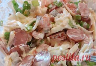 Салат с Копченой Колбасой Рецепт за (5) Минут Как приготовить салат с копченой колбасой быстро и просто. Рецепт салата готовится за 5 минут. Получается очень вкусным.