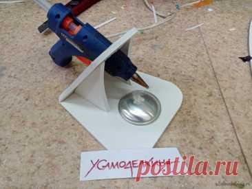 Подставка для термопистолета на 12 вольт Есть у нас в моделке маленький термопистолет на 12 вольт. Применяется в основном на мелких склейках пенопласта. Поскольку температура клея не большая и он не плавит. Решил продлить жизнь заслуженному прибору. Изготовить подставку, в перерывах между работой устанавливается в вертикальное положение