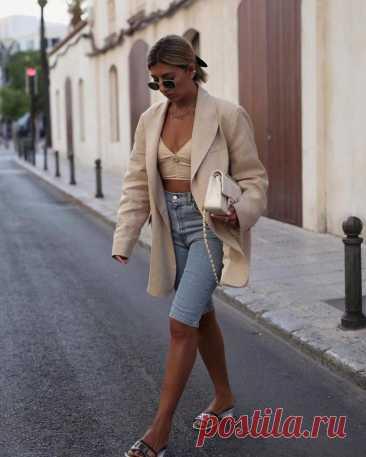 Идеи для женщин в стиле оверсайз Порой некоторые люди ошибочно считают, что одежда свободного кроя создана для того, чтобы скрыть от окружающих недостатки фигуры. Однако самые модные и всемирно известные дизайнеры смогли разбить этот...