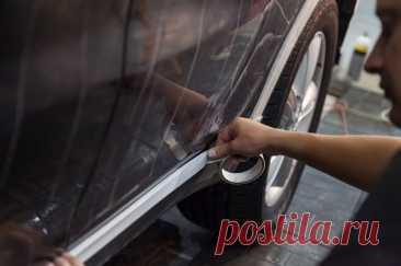 Обивая пороги. Как защитить нижнюю часть автомобиля от повреждений? При езде по весенним дорогам кузов машины легко повредить крупными и мелкими камнями. Остаются царапины и глубокие сколы. Как установить на пороги защитное покрытие?
