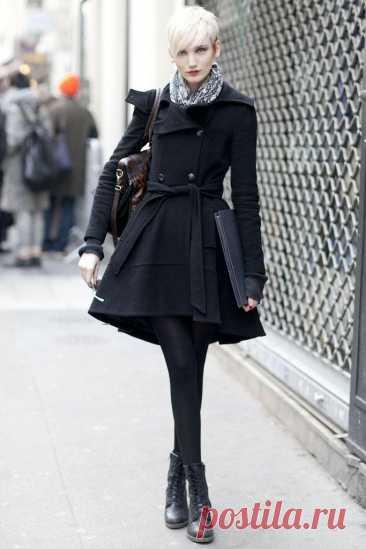 С чем носить бесподобное пальто-годе Пальто-годе — это красивое и стильное решение для женщин, которые хотят модно утеплиться. Такой фасон подразумевает облегающий силуэт на бедрах и расширяющийся к низу. Смотрится он очень эффектно на л...