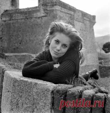 Катрин Денёв, 22 октября, 1943