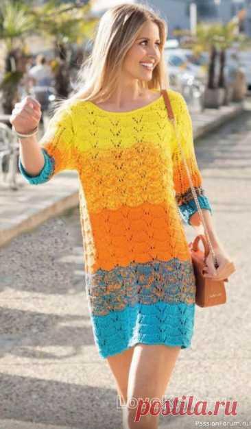 Цветное ажурное платье свободного фасона спицами Описание моделиРазмеры: 36/38 (44/46)Вам потребуется: пряжа (100% хлопка; 170 м/50 г) - 250 (300) г оранжевой, а также по 200 (250) г бирюзовой и желтой; спицы № 5; круговые спицы № 5.Узор 1: волнистый узор (число петель кратно 11 +1 +2 кромочные) = вязать согл. схеме. На ней даны лицевые...