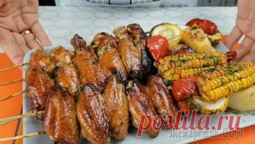 Куриные крылышки на решетке / Крылья с овощами в духовке