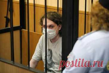 Находящийся под арестом блогер Хованский написал письмо. Блогер Юрий Хованский, который находится под арестом по обвинению в оправдании терроризма, написал письмо. По его словам, задержание — это «абсолютный беспредел». Хованский отметил, что с этим ничего не могут сделать ни его адвокаты, ни он сам. Он также заявил о финансовых проблемах.
