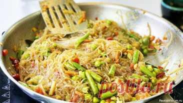 Фунчоза с овощами на сковороде за 7 минут - Веганские рецепты Рисовая лапша фунчоза с овощами на сковороде всего за 7 минут. Постный и веганский рецепт. Что приготовить на ужин быстро? Получается очень вкусно и просто в приготовлении. Азиатская кухня на наш лад. Такая паста получается не слишком острая.Ингредиенты: Лапша рисовая (фунчоза) - 200 г....
