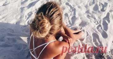 Красивые и несколько небрежные прически на пляж могут быть самыми разными.