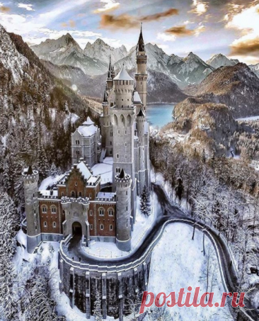 El castillo Noyshvanshtayn — el castillo romántico del rey Lyudviga II bávaro, Alemania de la foto @alaa_oth