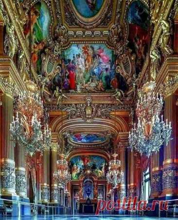 ღФойе Парижского театра оперы и балета Гарнье. Франция.