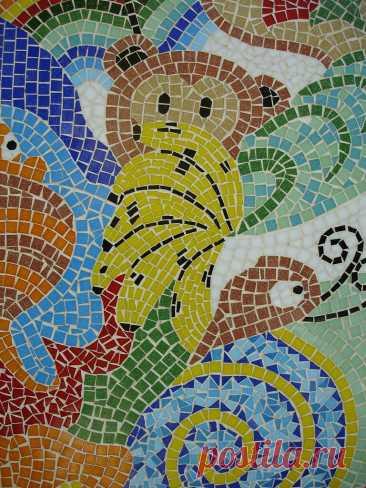 Macaco Mosaico ! Adoro mosaicos e a arte de juntar cacos e cores !