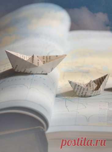 Книги — корабли мысли, странствующие по волнам времени и бережно несущие свой драгоценный груз от поколения к поколению...  © Фрэнсис Бэкон