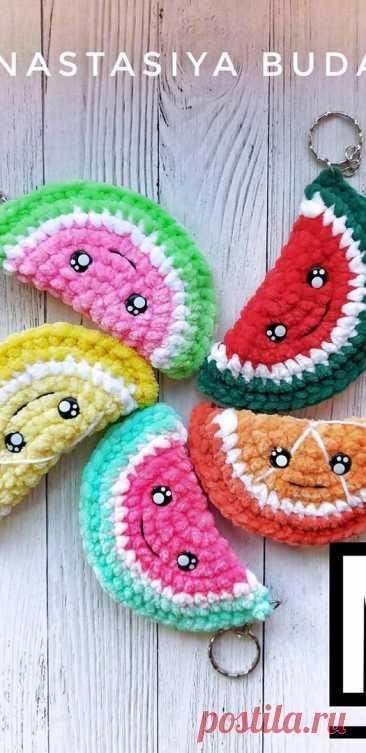 PDF Долька крючком. FREE crochet pattern; Аmigurumi toy patterns. Амигуруми схемы и описания на русском. Вязаные игрушки и поделки своими руками #amimore - плюшевая долька, апельсин, лимон, арбуз, арбузик, арбузная долька из плюшевой пряжи.