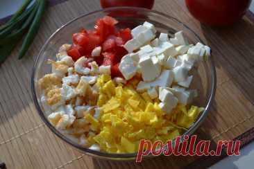 Открыла для себя новый рецепт салата, а все потому, что яйца в этот раз я не варила, а приготовила немного иначе. Мне понравился | Елена/НедОсолила | Яндекс Дзен