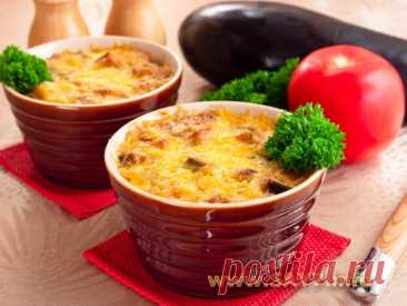 Baked pudding with eggplants in naivkusneshy sauce
