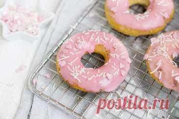 Самые вкусные начинки и украшения для домашних пончиков Больше всего на свете детки любят сладости. Лучшее что можно предложить любимому чаду - домашняя ароматная выпечка.