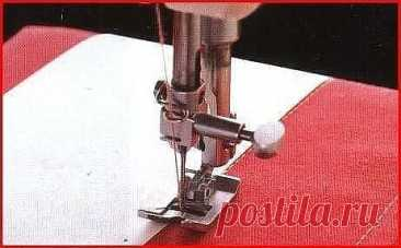 Секреты ровной отделочной строчки  1) Обработайте одну сторону бумаги тонким слоем текстильного клея, дайте высохнуть, затем приложите ее к ткани. 2) Поместите бумагу на ткань краем вдоль нужной линии строчки. Строчите так, чтобы бумага была под лапкой, а иголка шла по краю бумаги. Как использовать концы нитки, чтобы отстрочить углы 1) Сделайте один стежок в углу ткани вручную или на швейной машине, оставив длинные концы нитки. 2) Отстрочите изделие до угла. Поднимите лапк...
