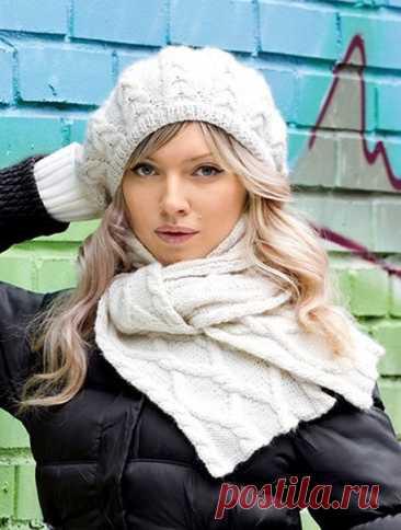 beret y la bufanda con las trenzas