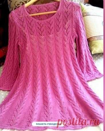 Розовое платье спицами