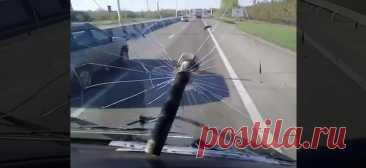 Зачем дальнобойщики стали бросать болты во встречные машины