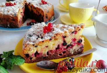 Двухцветный пирог с чёрной смородиной. Пирог с ягодами и крошкой Вкусный двухцветный масляный пирог с ореховой крошкой и щедрой порцией ягод крыжовника и смородины. Одной из особенностей предложенного рецепта является объединение бисквитного коржа и масляной [...]