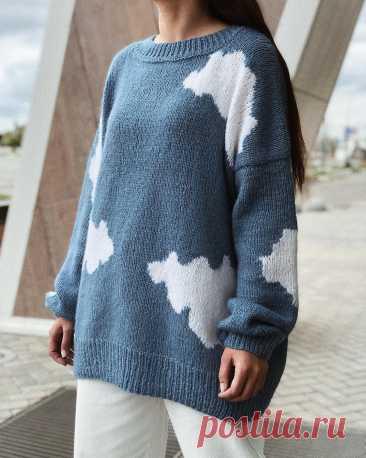 Photo by Вязаный свитер капор кардиган in Кремлевская Набережная. На изображении может находиться: один или несколько человек.