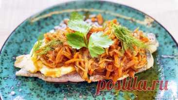 Рыба под маринадом - хек в томатном соусе | Такую рыбу хочется есть каждый день! Этот маринад сделает любую рыбу потрясающе вкусной! Такую рыбу хочется есть каждый день! Рыба под маринадом - хек в томатном соусе, с овощами. Очень вкусно, быстро и недорого.Ингредиенты: Лук репчатый - 1 шт.Морковь - 1 шт.Растительное масло - 1 ст.л + 10 млФиле любой рыбы (я использую...