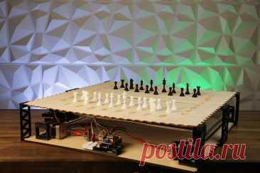 Шахматная доска с голосовым управлением Волшебные шахматы - это шахматы из книги Дж. К. Роулинг «Гарри Поттер и философский камень». Персонажи отдают шахматным фигурам голосовые команды, и фигуры передвигаются по шахматному полю. Кажется что это невозможно, но, как и во многих других случаях, многие вещи, придуманные