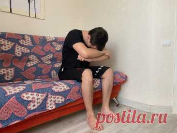 """Способ приседаний без излишней нагрузки на коленные суставы (отлично подходит для людей с лишним весом)   Фитнес """"по-домашнему""""   Яндекс Дзен"""
