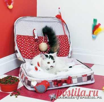 Кроватка для кошки из старого чемодана