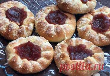 Мои «розанчики» с повидлом, пеку их очень часто - Ваши любимые рецепты - медиаплатформа МирТесен Ранее уже рассказывала вам рецепт домашнего повидла. Сегодня мне вспомнился вкус детства-булочки с яблочным повидло и сразу же захотелось их приготовить. Но приготовила я не совсем классические булочки с начинкой внутри. А пирожки-розочки, напоминающие по форме цветок, в центре которого красуется