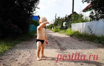 Малыши обязательно должны ходить босиком!