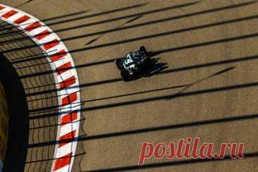 Квалификацию этапа «Формулы-1» в Сочи захотели перенести. Квалификация этапа «Формулы-1» в Сочи может быть перенесена из-за непогоды. Гоночный директор FIA Майкл Маси заявил, что при невозможности проведения квалификации днем 25 сентября график будет изменен. Из-за сильного дождя уже была отменена третья сессия свободных заездов.