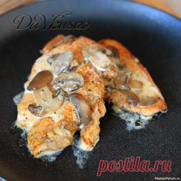 Куриное филе с грибами в сливочном соусе ✅ Куриное филе в сливочном соусе запечённое в духовке - это одно из самых простых и в тоже время вкусных блюд. Испортить его практически невозможно, главное следовать всем советам и филе получится очень мягким и сочным.Ингредиенты для пирожков:Рецепт курицы: Куриное филе  — 3...