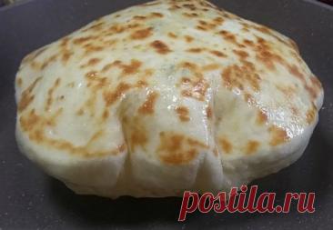Лепешки как подушки: жарим с сыром и картошкой внутри