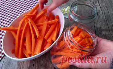Режем морковь вдоль и кладем в банку с маслом и чесноком. Закуска на замену соленым огурцам - БУДЕТ ВКУСНО! - медиаплатформа МирТесен