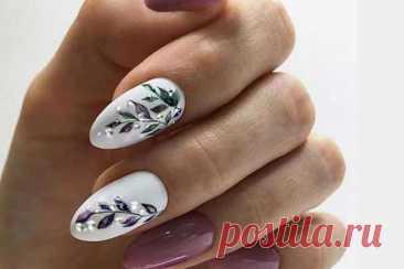 Серебристый маникюр 2021: фото, новинки дизайна ногтей Серебристый маникюр 2021 органично впишется не только в праздничные образы, но и в повседневную жизнь. Новинки дизайна ногтей в серебристых тонах, фото