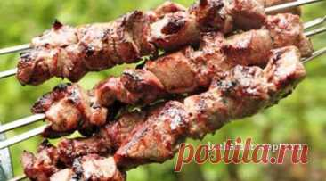 Шашлык из Свинины с Уксусом и Луком Быстро и Вкусно Как приготовить шашлык из свинины с уксусом и луком быстро и вкусно! Рецепт шашлыка простой и очень вкусный! Мясо замаринуется очень быстро.