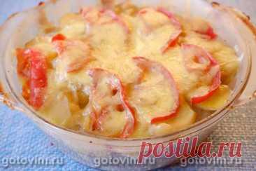 Картофельная запеканка с фаршем, помидорами и молочной заливкой. Рецепт с фото Для запеканки подойдет любой фарш (говяжий, свиной, куриный или из индейки). Мясо чередуют с нарезанным ломтиками сырым картофелем и кольцами лука. Если вам не по душе сырой лук, то можете сначала его обжарить на растительном масле, а после укладывать в форму. Добавление сочно помидора сделает картофельную запеканку с фаршем сочнее.