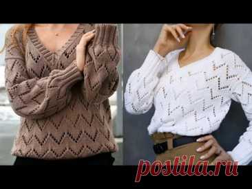 Модный пуловер спицами лёгким ажурным узором.