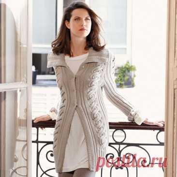 Кардиган с завитой косой и широким воротником до 56 размера спицами – схема и описание вязания - Пошивчик одежды Благородный, эстетичный, женственный кардиган, такого же нежного и приятного бежевого оттенка, обязательно должен быть в каждом женском гардеробе. Модель не