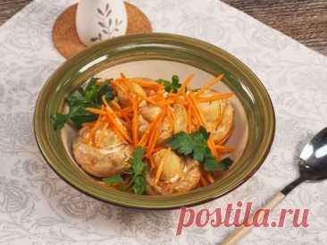 Маринованные шампиньоны по-корейски – пошаговый рецепт приготовления с фото Корейские закуски давно и прочно вошли в рацион русского человека. Но не все знают, что их можно приготовить в домашних условиях. Например, для маринованных шампиньонов по-корейски нужны непосредственно грибы, морковь и набор специй, который можно приобрести в восточной лавке. Кстати, чтобы получился идеальный вкус, мариновать придется долго.