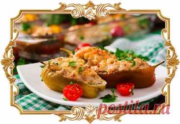 #Перцы, #фаршированные #индейкой #и #овощами  В этом невероятно аппетитном #блюде — сочная начинка из кабачков с луком и мясным фаршем.  Время приготовления: Показать полностью...